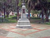 Monumento a Rivas Dávila en la plaza homónima. Patrimonio histórico municipal de la ciudad de Mérida, estado Mérida. Venezuela.