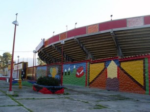 El teleférico y otras estampas de la ciudad de Mérida en la Plaza de Toros Román Eduardo Sandia, patrimonio cultural del estado Mérida, Venezuela..