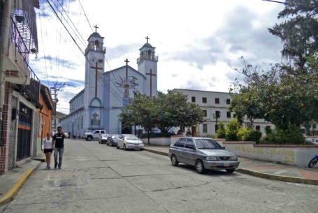Otra vista del costado oeste de la plaza Rivas Dávila. Patrimonio histórico del municipio Mérida, estado Mérida. Venezuela.