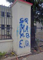 El aerosol azul dijo presente en los vandalizados murales del liceo O'Leary. Patrimonio histórico de la ciudad de Barinas, estado Barinas, en peligro. Venezuela.