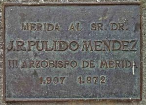 Placa de bronce del monumento a José Rafael Pulido Méndez. Patrimonio cultural de la ciudad de Mérida, Venezuela.