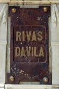 Placa de bronce en la cara frontal del pedestal. Patrimonio histórico del municipio Mérida, estado Mérida. Venezuela.