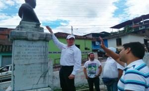 Millonario contrabando del bronce. El 18 de agosto de 2017 se robaron este busto de Ramón Buenahora en su parque homónimo. San Cristóbal, Táchira.