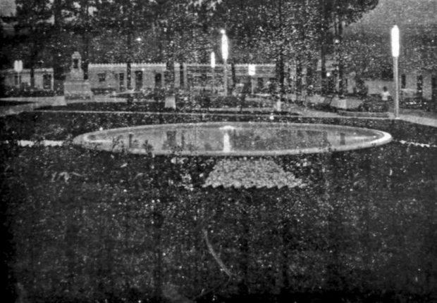 Plaza Rivas Dávila vista de noche luego de su rehabilitación en 1955. Patrimonio histórico del municipio Mérida, estado Mérida. Venezuela.