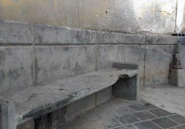 Bancas dañadas y rotas. Valera, Trujillo. Patrimonio cultural de Venezuela en peligro.
