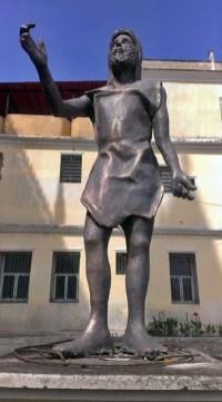 Cara frontal de la vandalizada estatua de San Juan Bautista, en la iglesia homónima de Valera. Patrimonio de Trujillo, Venezuela, en peligro.
