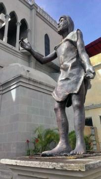 Frontal y lateral derecho de la estatua de San Juan Bautista, en Valera. Patrimonio de Trujillo, Venezuela, en peligro.