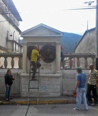 Reubican medallón de Humbold por amenaza de robo, Mérida. Patrimonio cultural venezolano en riesgo.