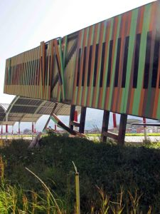 Inducción cromática merideña, obra de Carlos Cruz Diez, del aeropuerto de Mérida, Venezuela. Patrimonio cultural en peligro.