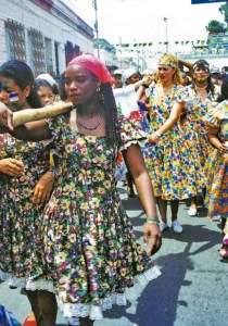 Baile de la Hamaca, tradición ancestral de Puerto Cabello, Carabobo. Se celebra el lunes y martes de carnaval. Patrimonio inmaterial de Venezuela.