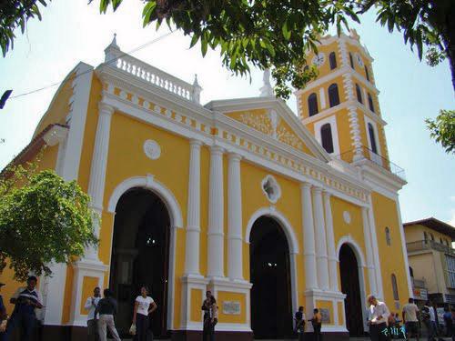 Iglesia de Ocumare del Tuy, basílica Nuestra Señora de Coromoto. Monumento Nacional en peligro. Patrimonio cultural de Venezuela.