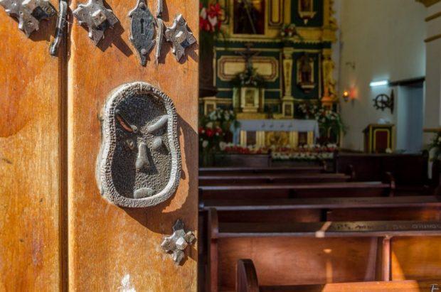 Símbolo de los Diablos Danzantes en la iglesia San Francisco de Paula, en Yare, estado Miranda. Monumento Histórico Nacional de Venezuela. Foto Luis Chacín, junio 2018.