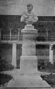 El monumento a Bolívar de la Universidad de Los Andes. Escultura de mármol. Patrimonio cultural de Mérida, Venezuela.