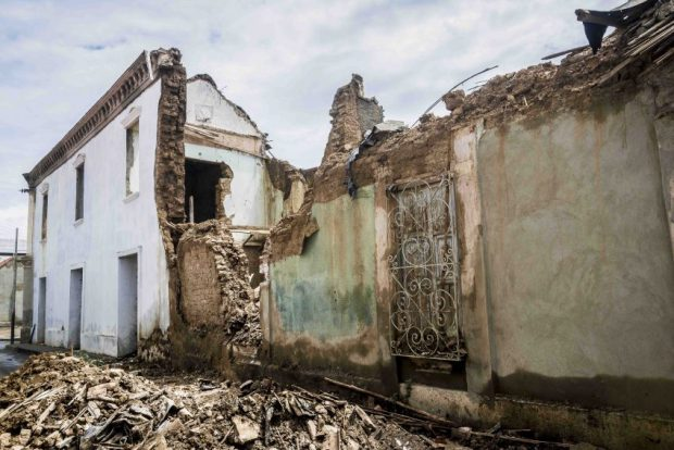 En la calle Libertad esta casa sin techo cedió por el agua y tapió la calle. Coro, Falcón. Foto Jesús Romero, octubre de 2018. Patrimonio mundial en peligro. Venezuela.