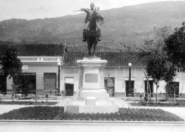 Estatua de El Libertador Simón Bolívar en San Cristóbal, Táchira. Patrimonio cultural de Venezuela.