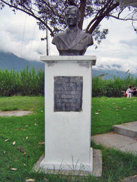 Vista frontal del monumento a Heriberto Márquez Molina. Mérida, Venezuela. Foto Samuel L. Hurtado Camargo, noviembre de 2005. Patrimonio cultural de Venezuela en peligro.