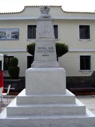 Monumento a Cristóbal Colón, patrimonio cultural de Venezuela en peligro. El 11 de noviembre de 2006 fue derribado el busto de Cristóbal Colón. Foto Samuel Hurtado Camargo, noviembre 15 de 2006