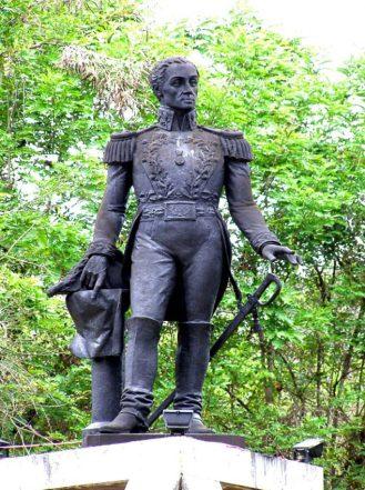 El Libertador, Plaza Bolívar de Lobatera (Foto Ing. Kevin Vásquez, 2008).
