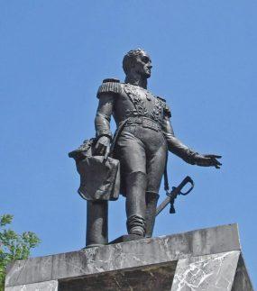 Estatua de El Libertador, Plaza Bolívar de Lobatera. Foto Samir Sánchez, 2009.