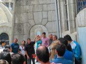 El guía José Uzcátegui durante el recorrido a la azotea de la Catedral Metropolitana. Mérida-Venezuela. Foto Samuel Hurtado Camargo, octubre 20 de octubre de 2018.
