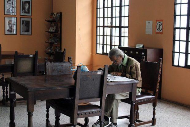 La Biblioteca Febres Cordero de Mérida permite la lectura de la prensa diaria de la ciudad. Foto Samuel Hurtado Camargo, octubre 5 de 2018..