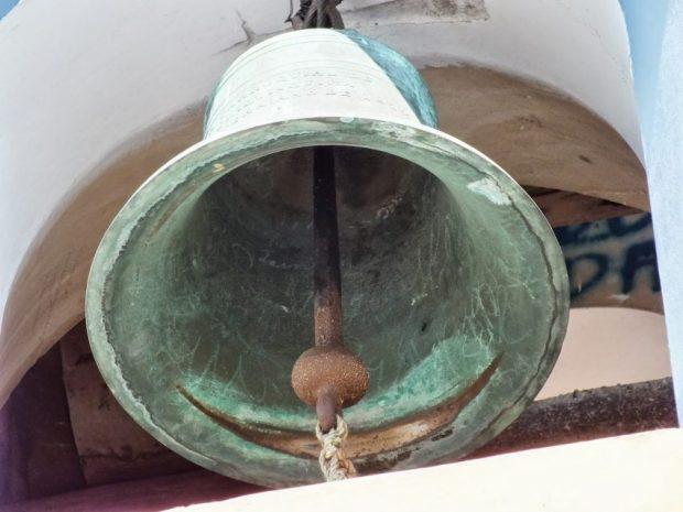 Campanas de Lobatera. Sección inferior de la campana mediana de la iglesia de Lobatera. Se aprecia en su inscripción el año de fundición, 1872. Foto Darío Hurtado, 2013