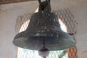 Campanas de Lobatera. Sección posterior de una de las campanas de la Capilla del Santo Rostro, de la aldea Volador. Foto: Cosme Darío Hurtado Cárdenas, 2013. Patrimonio cultural de Venezuela.