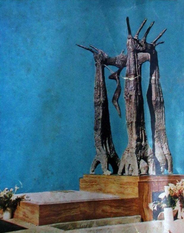 Así lucía el monumento a Alberto Carnevali cuando fue inaugurado. Foto en Alberto Carnevali, símbolo cívico, p. 1. Dig. Samuel Hurtado Camargo