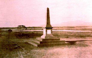 1933. Monumento Batalla de Araure, al fondo la Laguna de los Muertos. Araure, Portuguesa. Foto colección digital Wilfredo Bolívar.