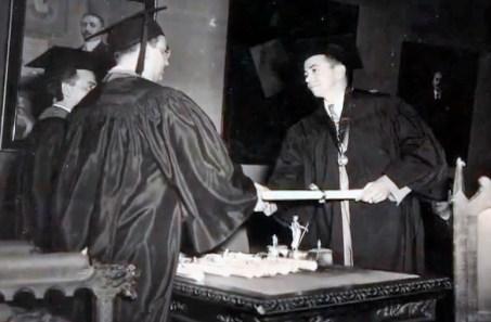Culminación de un ciclo académico, Tomás José Sanabria. Fotograma del video 4 miradas Tomas Sanabria, Colección Sanabria.