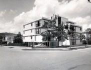 Edificio San Carlos, del Arq. Tomás José Sanabria. Las Mercedes, Caracas. Foto Tomás José Sanabria_Colección Sanabria, en Redfundamentos (1)
