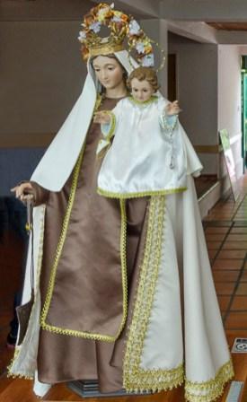 Imagen de la Virgen del Carmen con su atuendo habitual relativo al hábito de los carmelitas. Foto Luis Chacín, 2018.