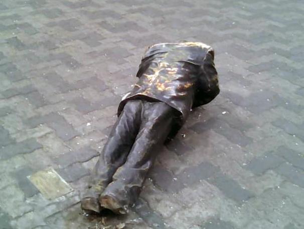Estatua de Armando Reverón, vandalizada en la madrugada del de enero. Foto @PDVSA_La Estancia, 12 de enero 2019.