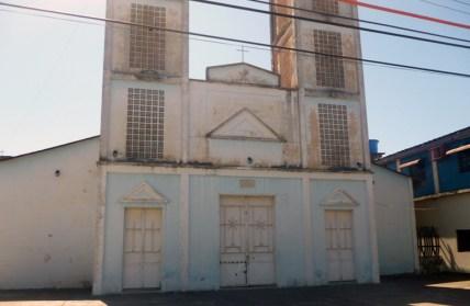 La iglesia Nuestra Señora de Los Ángeles presenta manchas y fachada sucia. Bruzual, Apure. Foto Marinela Araque, enero de 2019.