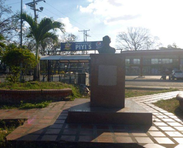 La placa del monumento a Rafael María Bianco fue robada de su pedestal. Paseo Los Trujillanos, Barinas. Foto Marinela Araque, enero 2019.