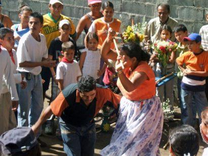 2006. Tamunangue en el Barrio La Quebradita de Araure, Portuguesa. Foto Wilfredo Bolívar. Tamunangue o sones de negro entre Lara y Portuguesa. Patrimonio cultural de Venezuela.