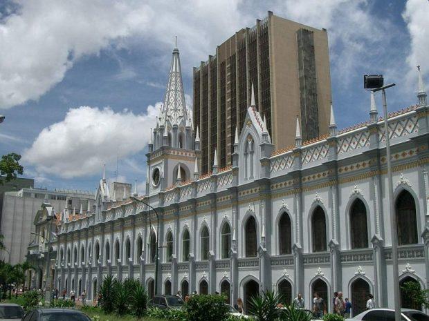 Fachada principal del Palacio de las Academias. Caracas-Venezuela. Foto Carlos Tonos_Wikimedia Commons, 2007.