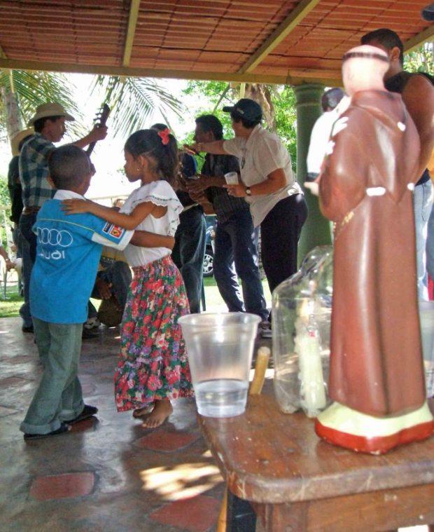 San Antonio de Padua siempre preside el tamunangue. Foto Wilfredo Bolívar. Tamunangue o sones de negro entre Lara y Portuguesa. Patrimonio cultural de Venezuela.