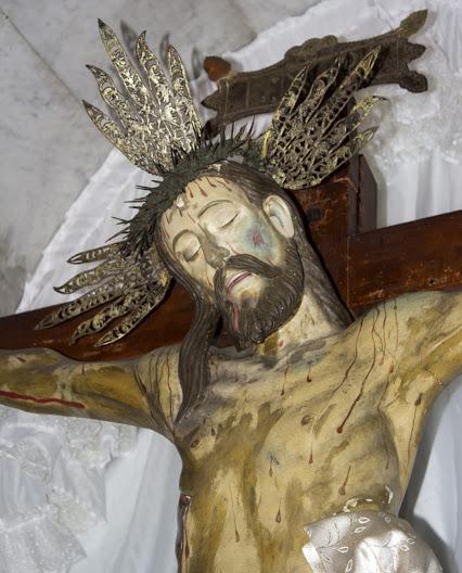 Sección frontal superior izquierda (derecha del observador) y corona de espinas, de la talla del Santo Cristo de La Grita. Foto Abel Gerardo Rodríguez, TRT, 2013.