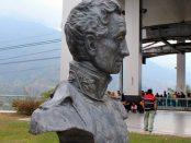Monumento a El Libertador en el pico Bolívar de Mérida. Patrimonio cultural venezolano. Busto de El Libertador en la estación Barinitas del Teleférico de Mérida, Venezuela. Foto Samuel Hurtado Camargo, marzo 3 de 2019.