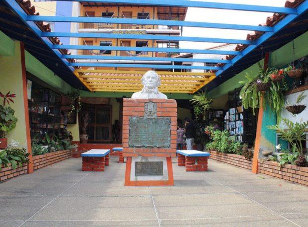 Monumento al general Francisco de Miranda, en Mérida. Patrimonio cultural de Venezuela. Cara frontal del monumento al general Francisco de Miranda, Mérida. Foto Samuel Hurtado Camargo, marzo 3 de 2019