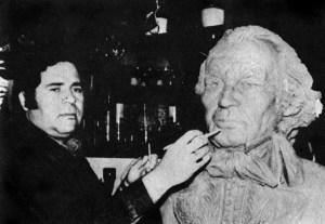 Monumento al general Francisco de Miranda, en Mérida. Patrimonio cultural de Venezuela. Carlos Colmenares junto al busto del Precursor de la Independencia. En Bicentenario de la Revolución Francesa, 1989. Dig. S. Hurtado.
