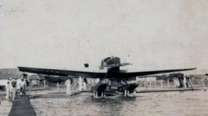 Hidroavión en la bahía de la plaza El Buen Maestro, c. 1930. Foto blog El Libro de Apuntes, de José L. Reyes Montiel.