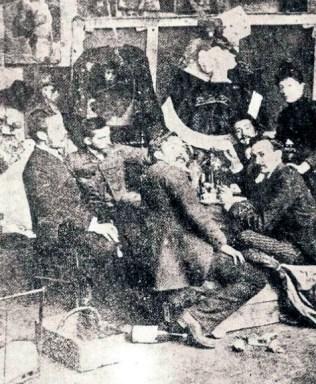Julio Santos Michelena, Arturo Michelena, Cristóbal Rojas, Carlos Rivero Sanabria y José Manuel Irigoyen Lecuna (o Virgilio Arias) con modelo. París 1885 (Colección Museo Michelena).