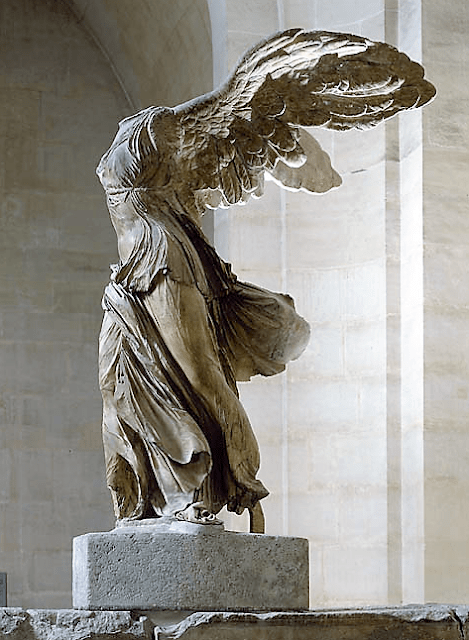 La 'Victoria alada de Samotracia', Museo del Louvre (París - Francia). El arquitecto Fernando Matticari