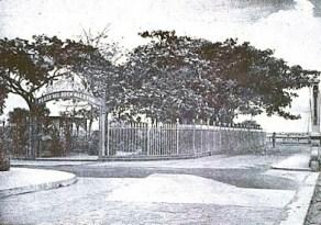 Plaza El Buen Maestro, en forma de herradura y con balaustradas barrocas. Foto en el blog el Libro de Apuntes, de José Luis Reyes Montiel.
