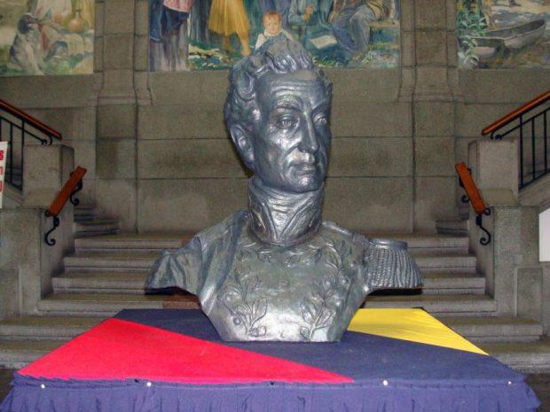 Monumento a El Libertador en el pico Bolívar de Mérida. Patrimonio cultural venezolano. Tras el segundo descenso, el busto de El Libertador se exhibió en el Palacio de Gobierno de Mérida. Foto Juan C. Maldonado, 2010.