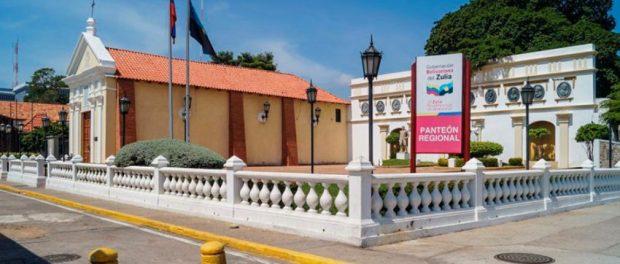 Año 2013. Panteón Regional del Zulia y plaza de la Herencia. Foto Rjcastillo_Wikimedia-Commons. Panteón Regional del Zulia, patrimonio cultural de Venezuela.