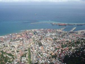 El puerto de La Guaira, estado Vargas. Foto Veronidae_Wikimedia Commons, 2012.