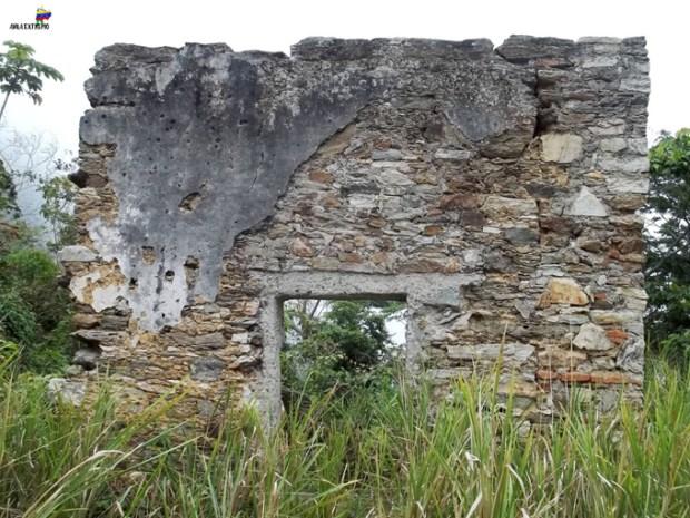 Fortín El Salto, ruinas entre la maleza. Foto Noticias25